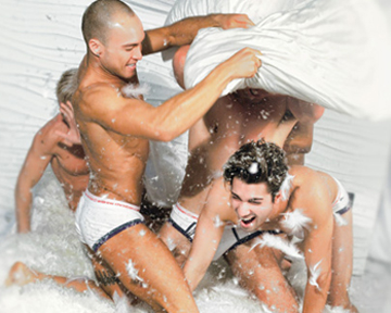 Andrew-Christian-mens-pillow-fight-a-quien-le-importa
