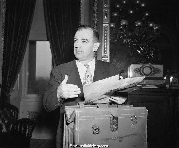 19500223_Senator_McCarthy_and_Briefcase