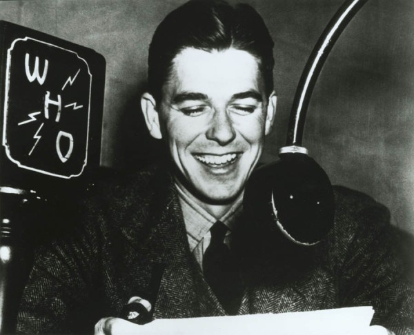 Ronald_Reagan_as_Radio_Announcer_1934-37